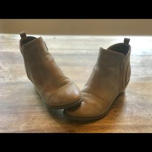 Guess Brand Tan Ankle Bootie size 6
